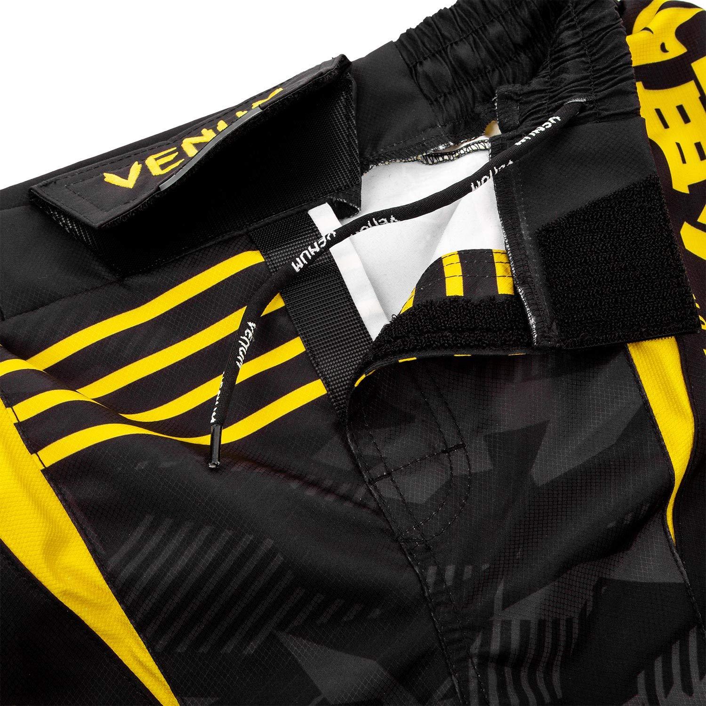 Venum Okinawa 2.0 ファイトショーツ - ブラック/イエロー - L B07QL9QNF9