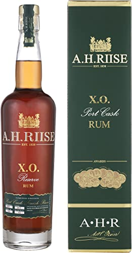 AH Riise XO Reserve Port Cask Rum Limited Edition mit Geschenkverpackung (1 x 0.7 l)