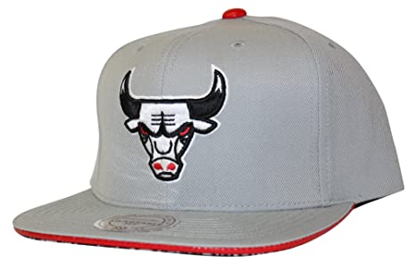 brand new 8aaee 98c4d Image Unavailable. Image not available for. Color  Mitchell   Ness Chicago  Bulls Katrina 3 Color Pop Strapback Hat