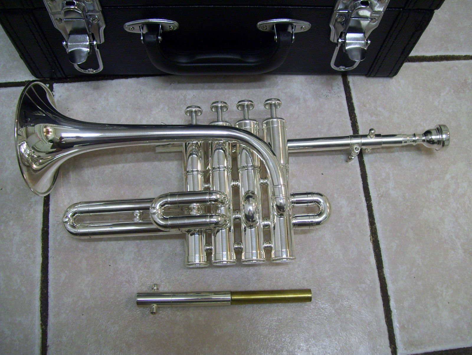 Piccolo trumpet, 4 piston, with hard case and mouthpiece