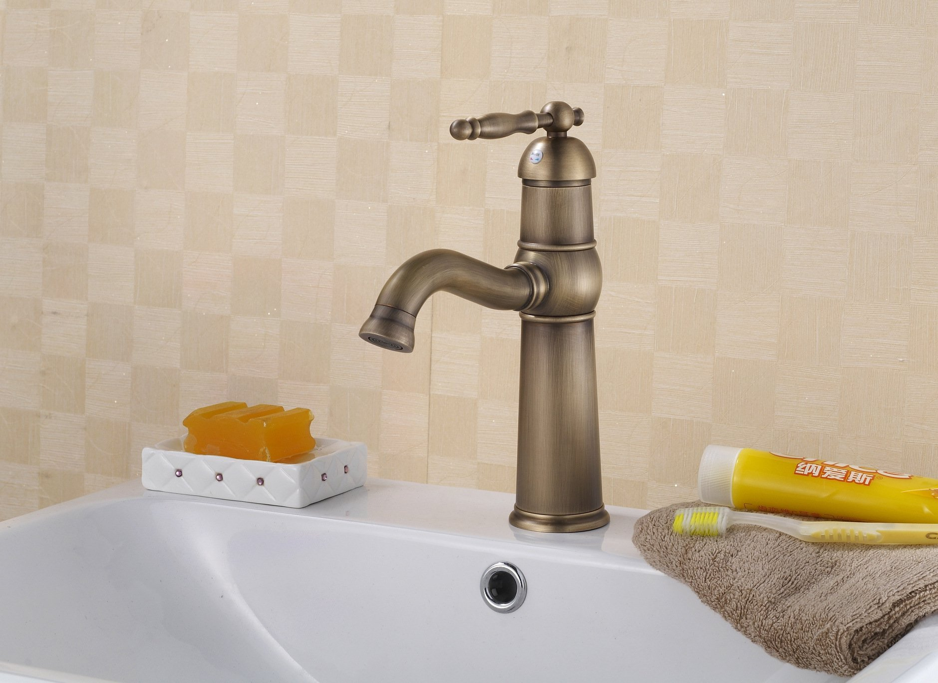 LI Copper-wrench continental air basin faucet mixing valve