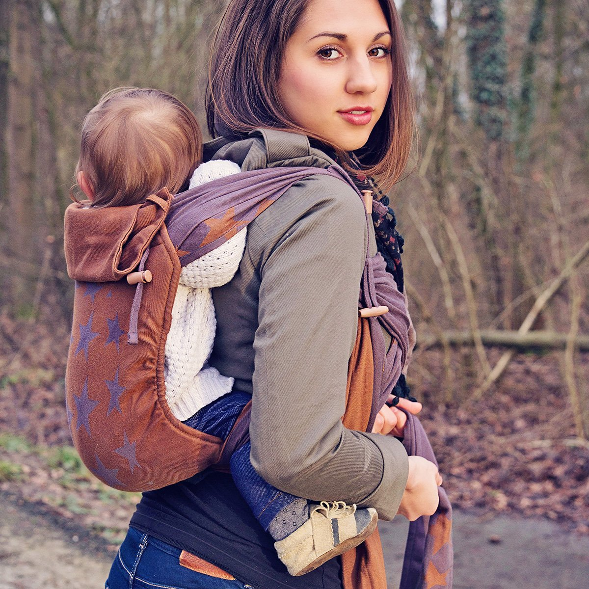 Mei Tai Tragehilfe mit Baby auf dem Rücken