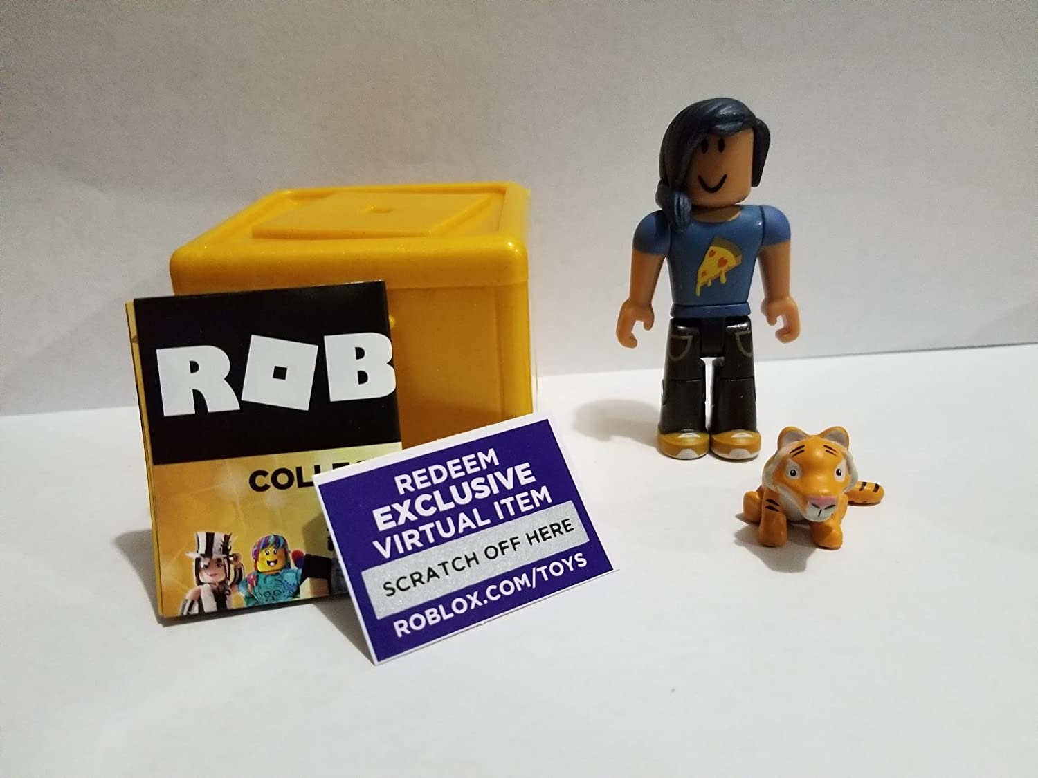 ROBLOX GOLD Celebrity Series Tee Vees Pizza Lover action Figure mystery box Virtual Item Code 2.5 Jazwarez