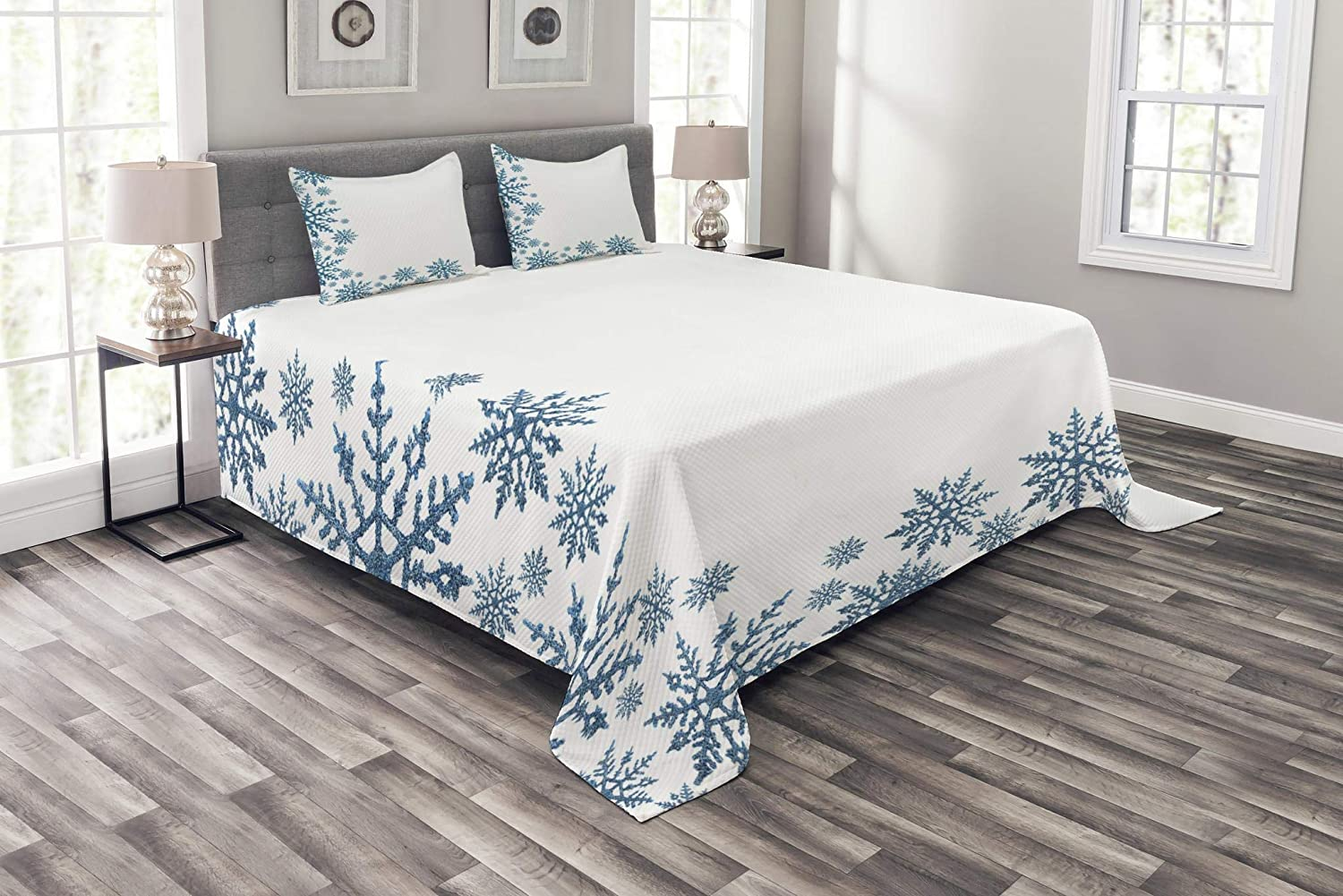 Lunarable Snowflake Bedspread Set Queen Size, Snow Inspired Abstract Frozen Season Frame Pattern Christmas Festive Celebration, Decorative Quilted 3 Piece Coverlet Set with 2 Pillow Shams, Blue White bed_50372_queen