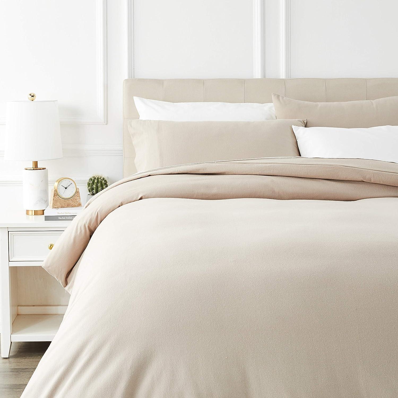 AmazonBasics - Juego de cama de franela con funda nórdica - 230 x 220 cm/50 x 80 cm x 2, Topo