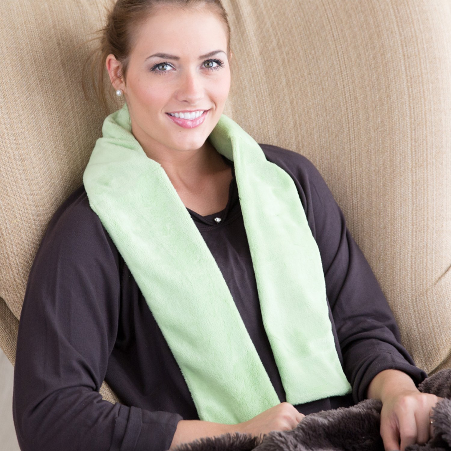 Aroma Wrap Heated or Cooled Herbal Neck Wrap On The Go Series (Green)