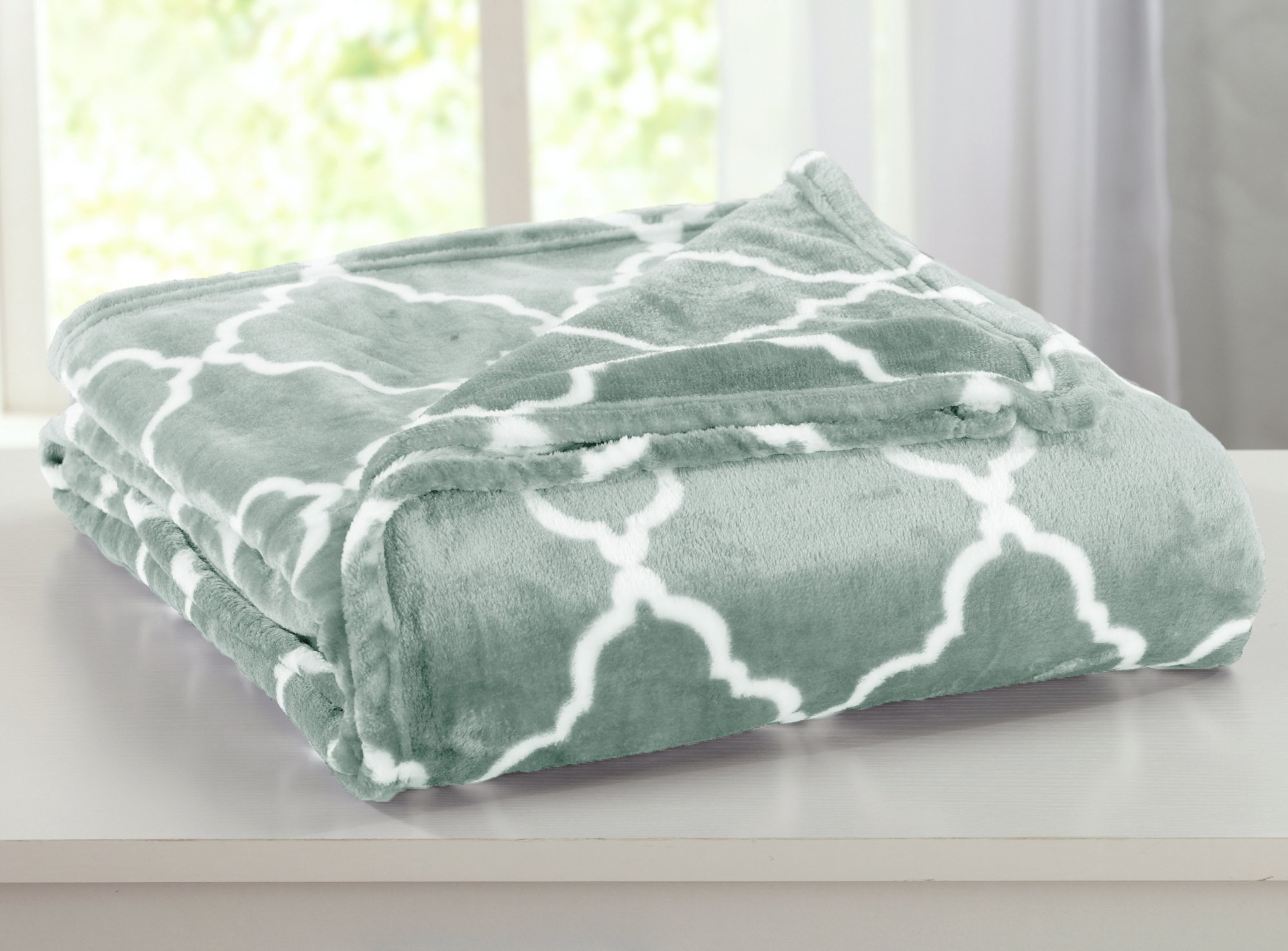 Home Fashion Designs Ultra Velvet Plush All-Season Super Soft Luxury Bed Blanket with Lattice Scroll Design. Lightweight and Warm for Ultimate Comfort. By Brand. (Twin, Jadeite Green)