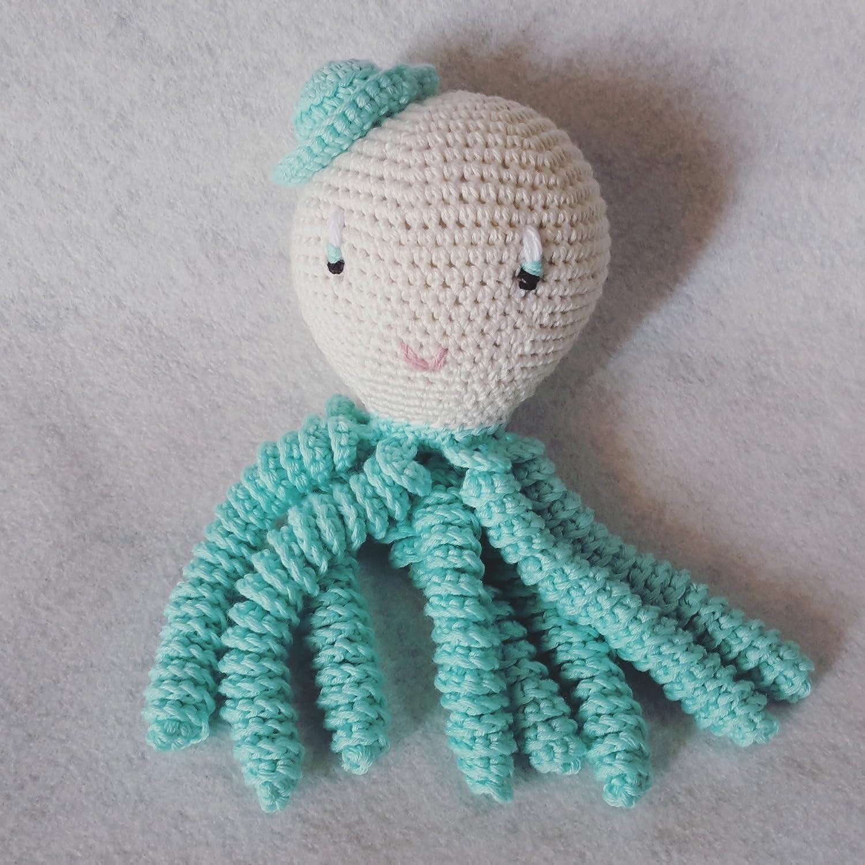 Octopus amigurumi pour nouveau-né de couleur aigue-marine. Pieuvre au crochet pour bébé.