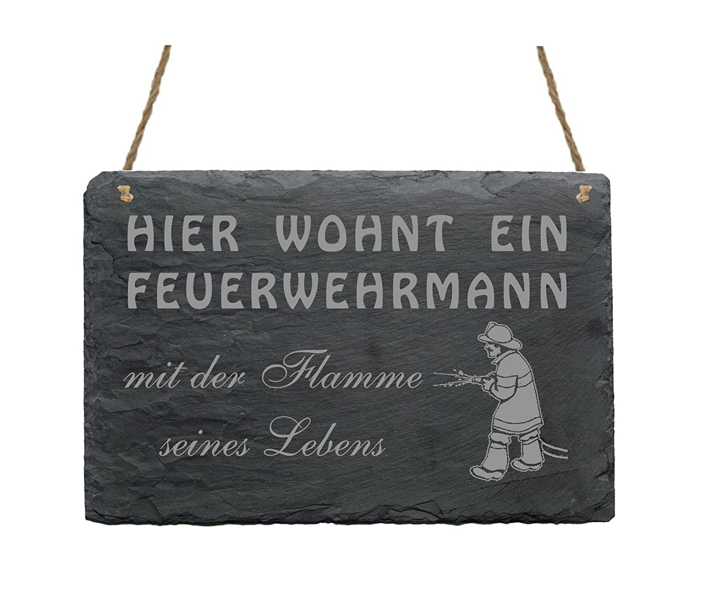 Schiefertafel « HIER WOHNT EIN FEUERWEHRMANN MIT DER FLAMME SEINES LEBENS »  Schild mit MOTIV ca.22x16 cm - Dekoschild