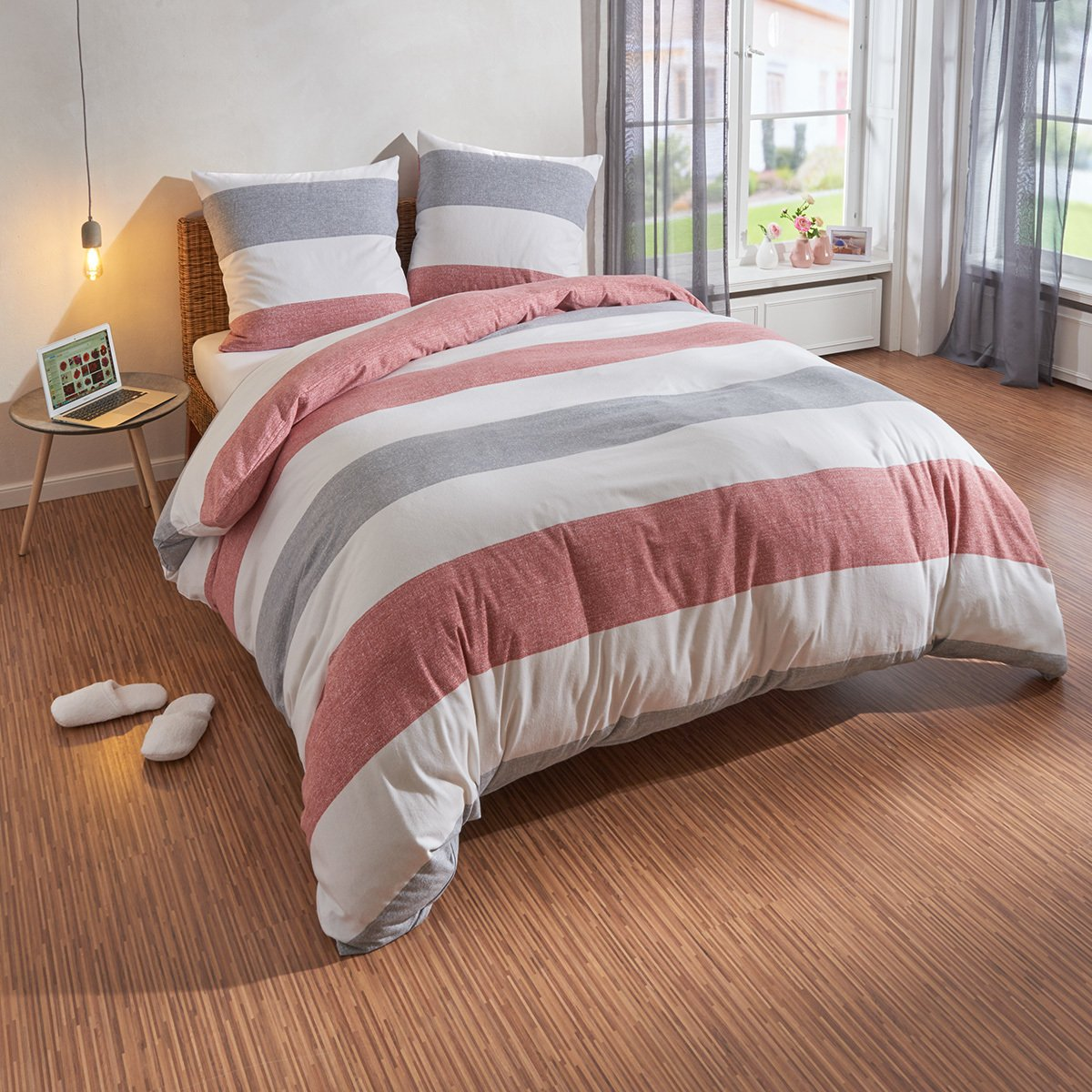 Traumschlaf Biber Bettwäsche Streifen rot 200x220 cm + 2X 80x80 cm