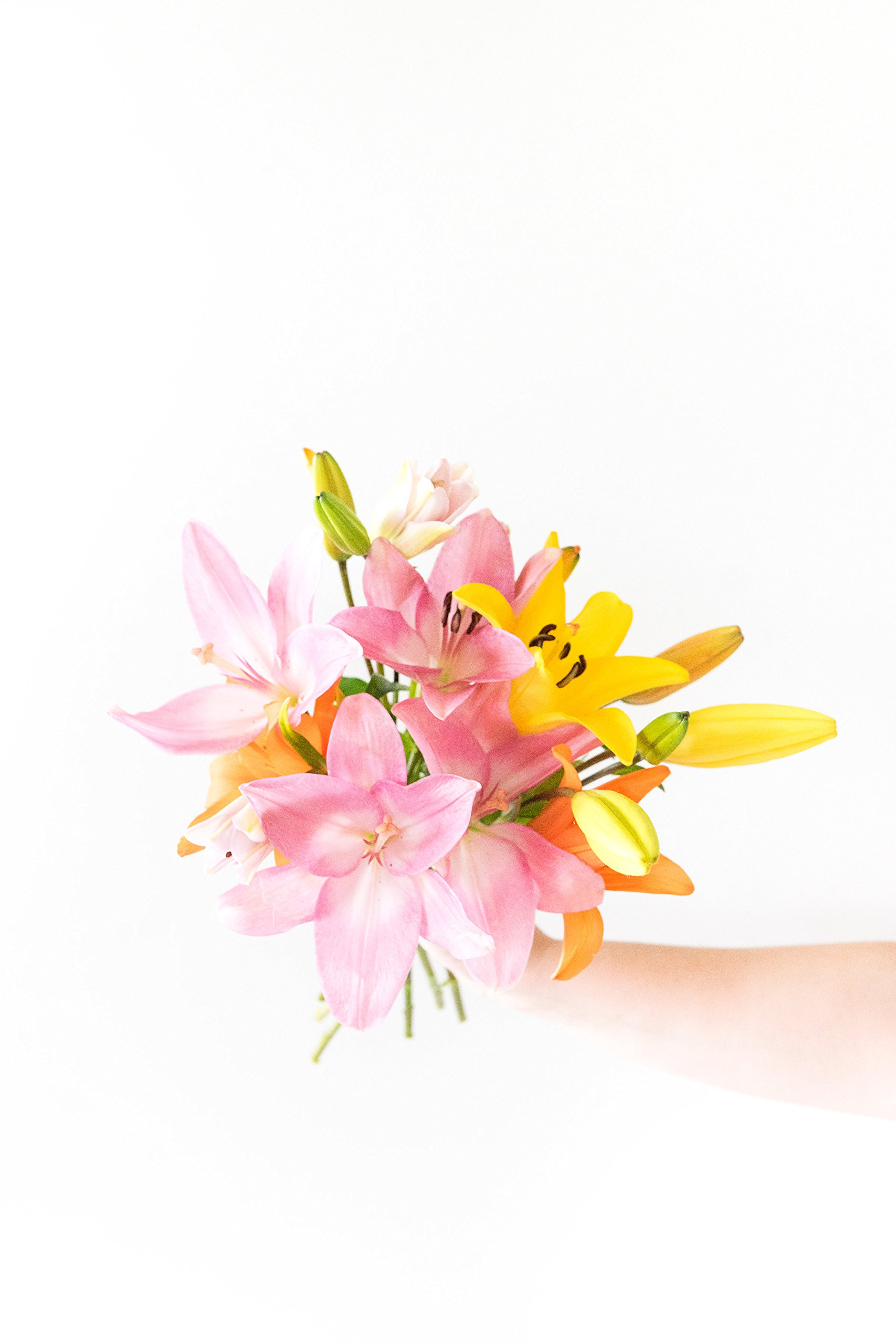 Flowers - Stunning Lily Bouquet (Free Vase Included)