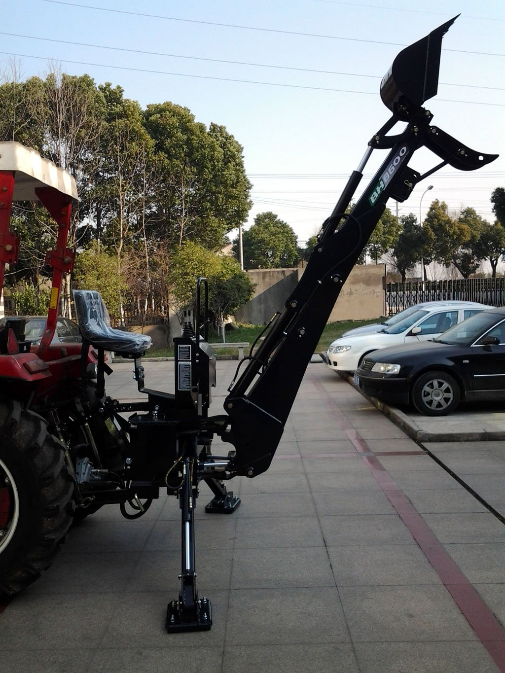 3 Point Hitch PTO BH8600 Hydraulic Farm Tractor Backhoe Attachement Excavator with Bucket, Category 1