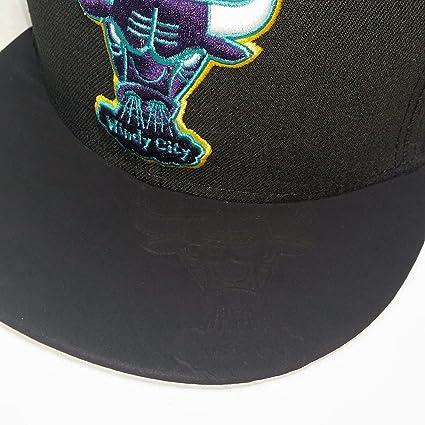 fb8a0d5aefb Amazon.com   Chicago Bulls AQUA HOOK FITTED 59Fifty New Era NBA Hat ...