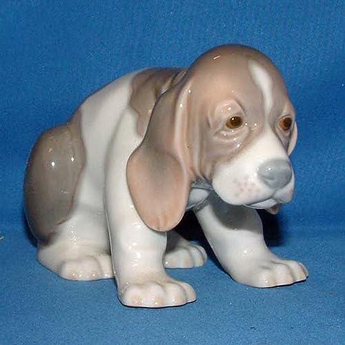 Lladro Figurine, 1071 Beagle Puppy Sitting