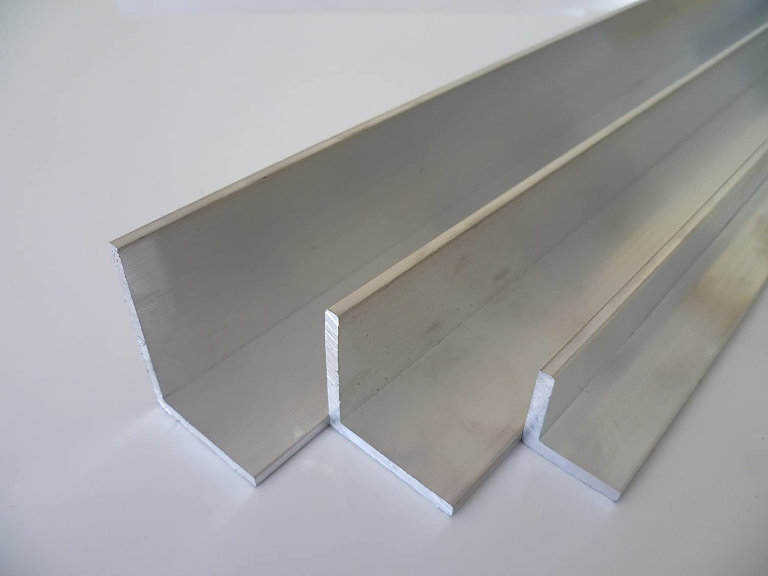 B & D Metal Aluminium Angle 60  x 60  x 5  mm Traditional gsi0, 5  ° F22  Schweissbar Suitable for Anodising Length Approx. 0.5  m (500  + 0/3) 5 °F22 Schweissbar Suitable for Anodising Length Approx. 0.5 m (500 + 0/3