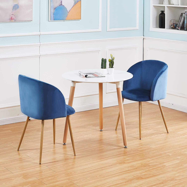 Hermosa Mesa De Comedor Con Sillas Azules En El Piso De