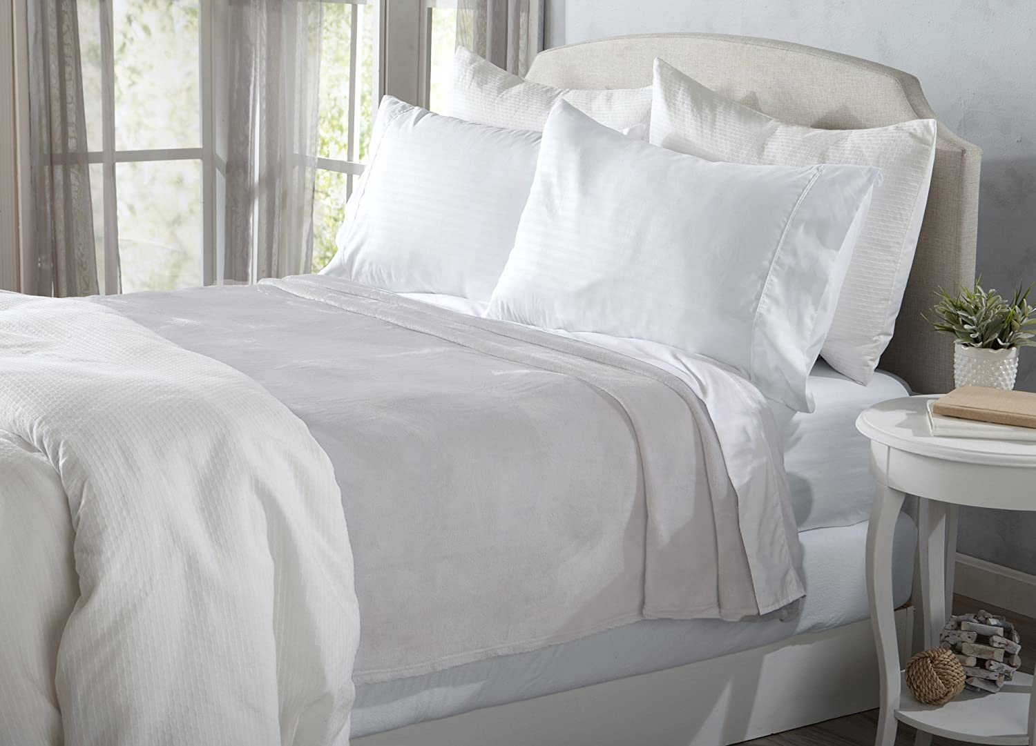 Ultra Velvet Plush Fleece All-Season Super Soft Luxury Bed Blanket.