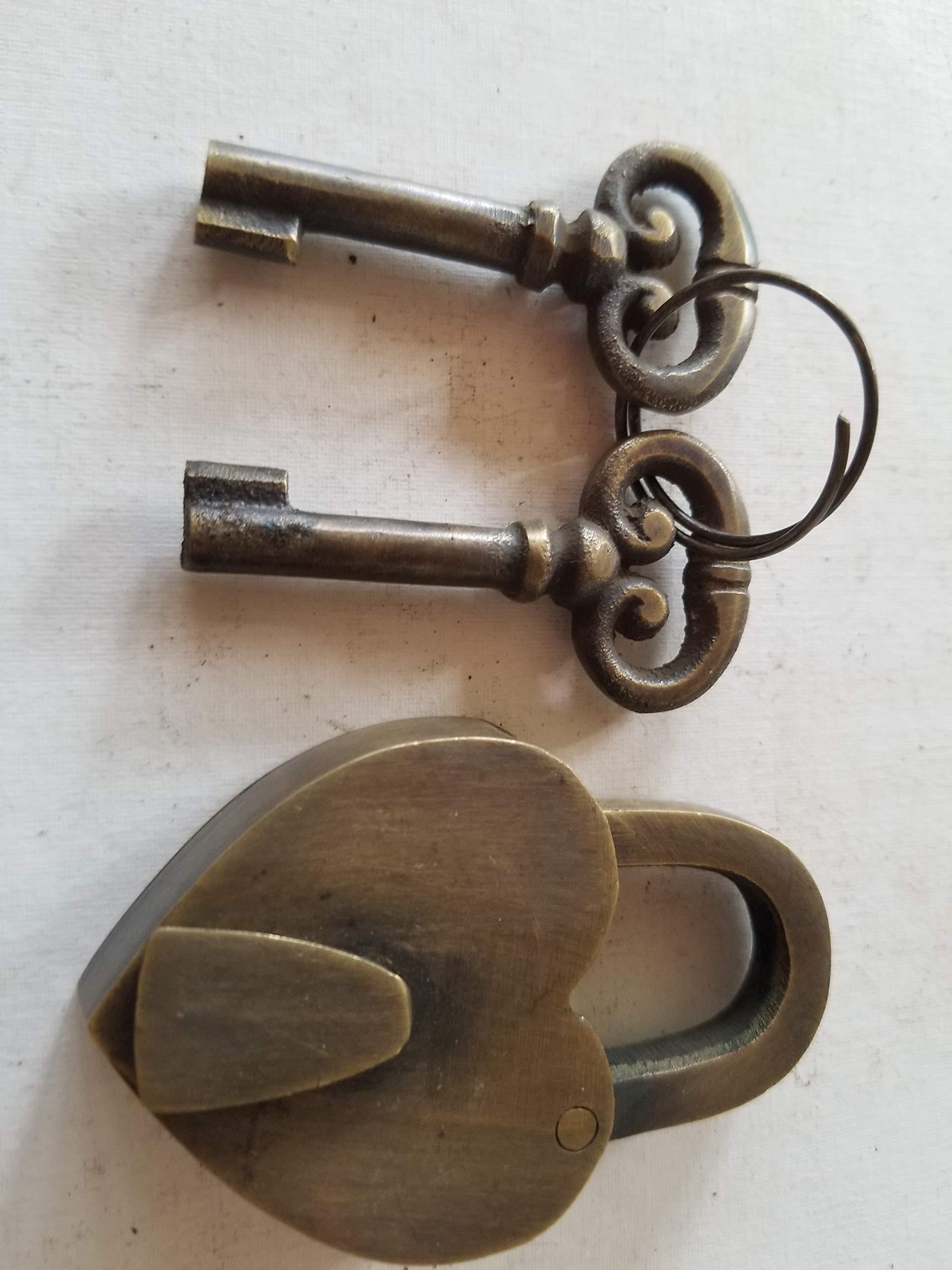 VTG. Small Love Valentines Paris Heart Lock w 2 Skeleton Keys Brass 2 5/8'' #L8