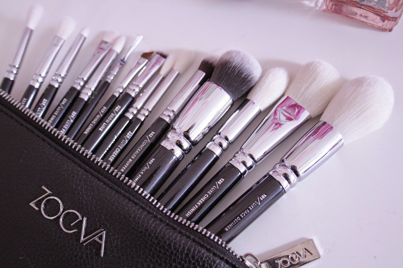 Zoeva Luxe Complete Set Fly Me To The Moon Exclusive Luxe Selection Of 15 Professional Brushes For Face and Eyes Made Of Both, Natural and Synthetic Bristles