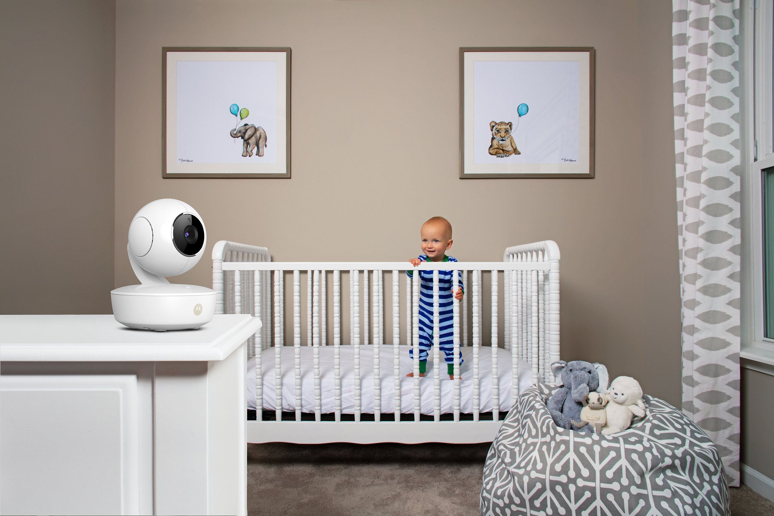Motorola MBP36XL-2 Portable Video Baby Monitor, 5-inch Color Screen, 2 Rechargeable Cameras with Remote Pan, Tilt, and Zoom, Two-Way Audio, and Room Temperature Display by Motorola Baby (Image #7)