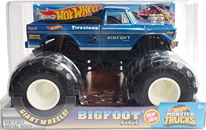 Amazon Com Hot Wheels Bigfoot 4x4 Monster Trucks 1 24 Scale Toys Games