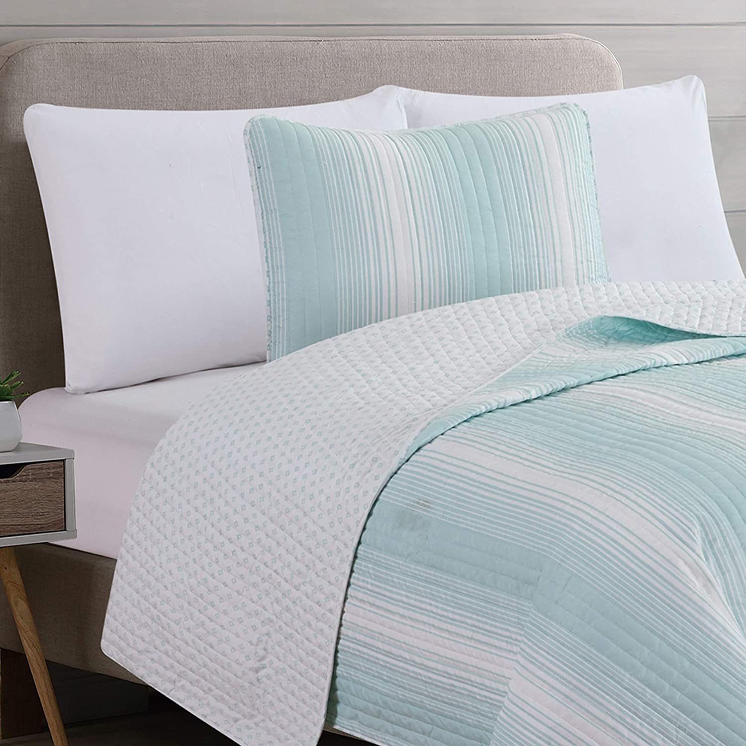 Twin, Grey All-Season Bedspread with Ombre Striped Pattern 2-Piece Reversible Quilt Set with Shams Everette Collection