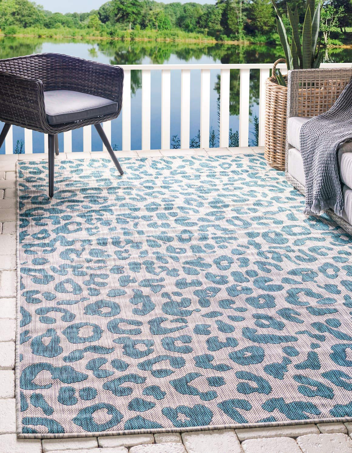 Unique Loom Outdoor Safari Collection Leopard Animal Print Transitional Indoor and Outdoor Flatweave Teal Area Rug 5 0 x 8 0