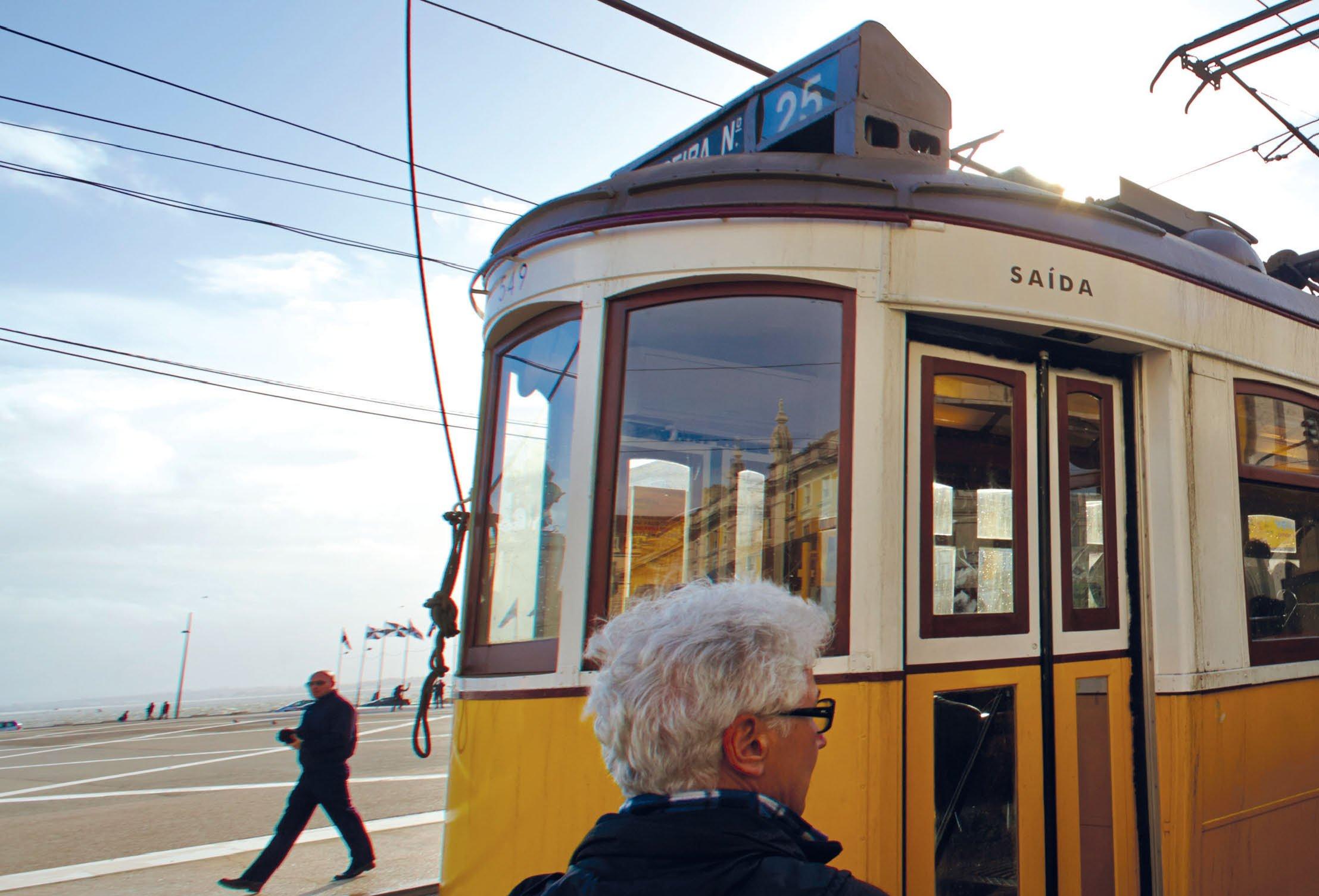Fachbuch Mit der Tram durch Lissabon viele Bilder der weltbekannten Straßenbahn