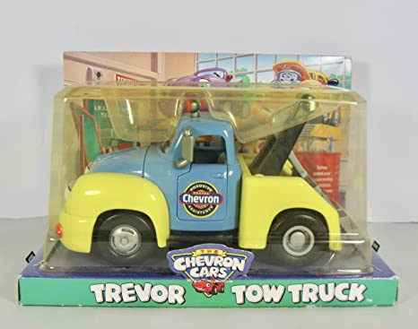 Amazon Com Chevron Cars Trevor Tow Truck With Working Tow Bar Toys