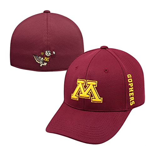 huge selection of 1b669 4b22c Amazon.com   Top of the World Minnesota Golden Gophers Official NCAA One  Fit Booster Plus Hat Cap 023940   Sports   Outdoors