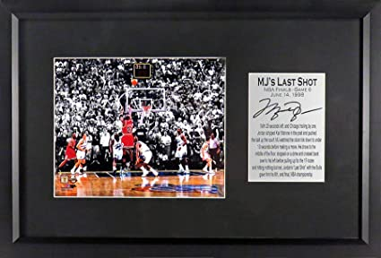 "5a55b7e66a1e Chicago Bulls Michael Jordan ""Last Shot"" Spotlight 8x10 Photo Display (SGA  Signature Engraved"