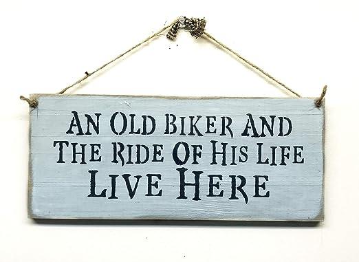 Amazon.com: Cartel de madera Biker/un viejo Biker y el viaje ...