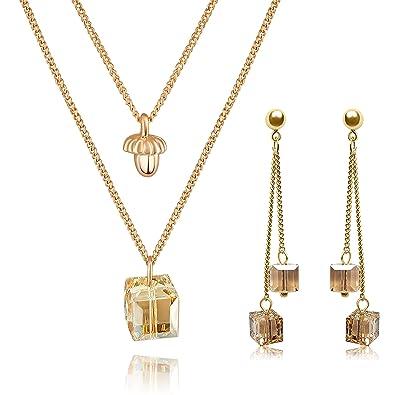 f275755bd79d0 Parure femme boucles d'oreilles et collier dorés en OR 18K et Cristaux  Swarovski ǀ