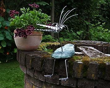 Gartendeko aus stein  Therese sitzend Gartenfigur und Gartendeko als Steinvogel aus ...
