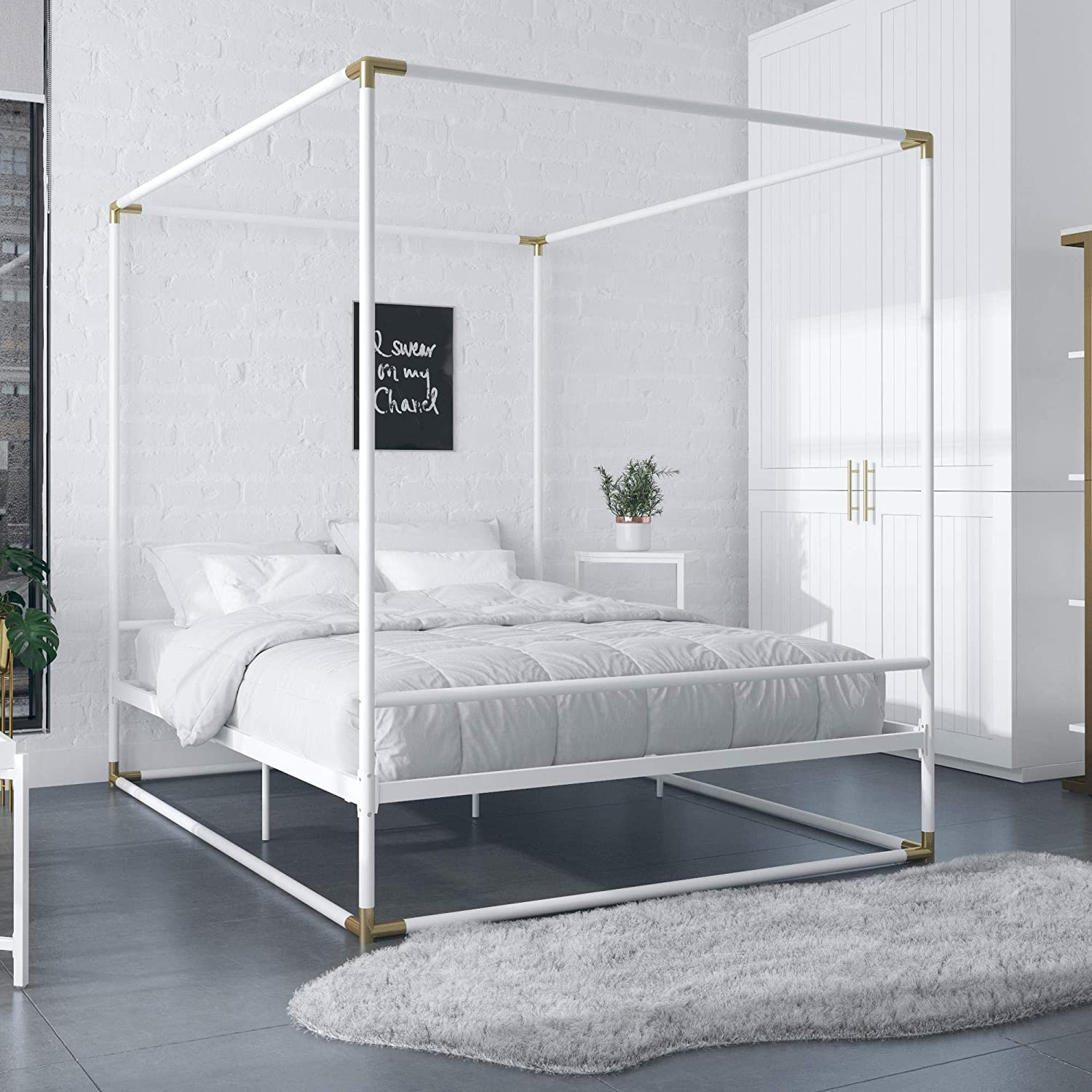 CosmoLiving by Cosmopolitan CosmoLiving Celeste Canopy Metal, Queen Size Frame, White/Gold Bed