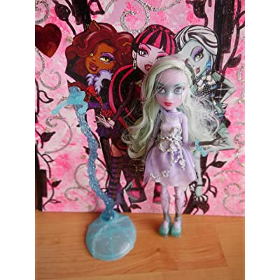Monster High Haunted Getting Ghostly Twyla Doll: Toys & Games