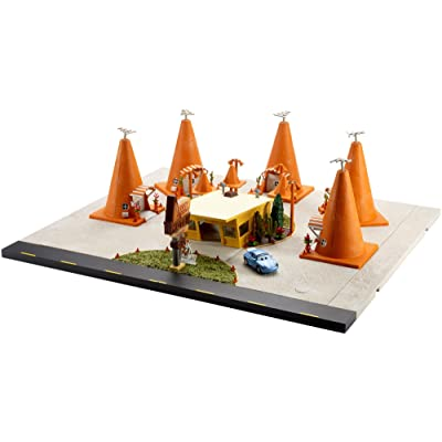 Disney Pixar Cars 3: Sally's Cozy Cone Motel Playset: Toys & Games