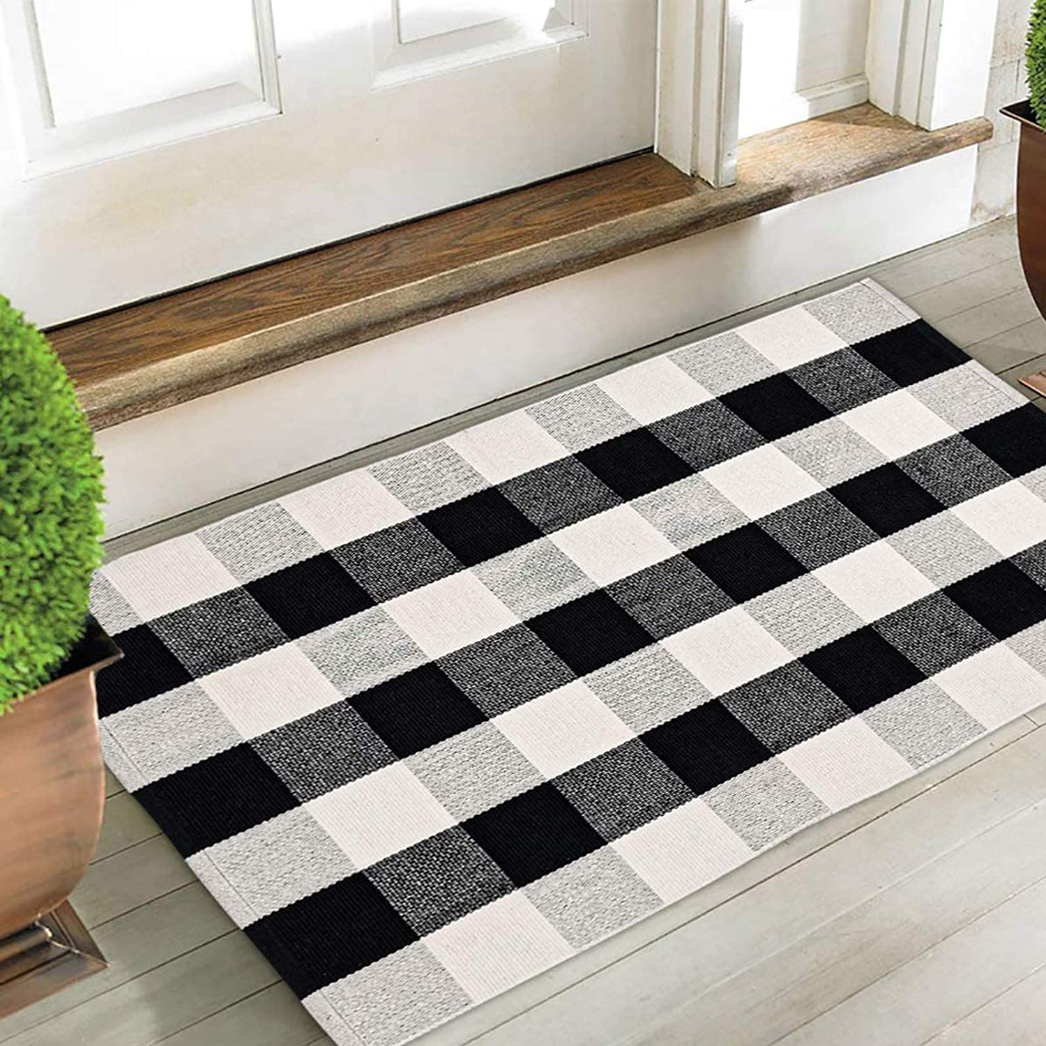 CHICHIC Buffalo Plaid Check Rug Area Rug Fall Decor Doormat Checkered Floor Mat Welcome Layered Mat Indoor for Door Porch Kitchen Farmhouse Entryway Bathroom Carpet Bedroom, Black White, 27.5x43 Inch