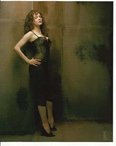 Charmed Rose Mcgowan As Paige Matthews Posing Leaning On Wall 8 X 10