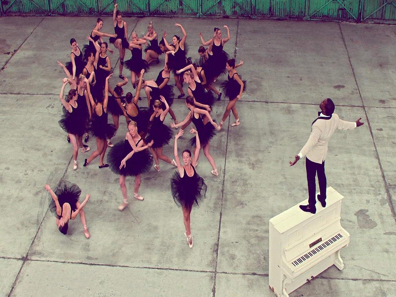 Mingki Kanye West - Runaway Poster - 18 × 24 Inch
