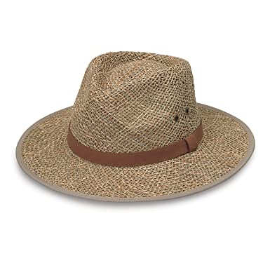 cd7e17560ffdb Amazon.com  Wallaroo Hat Company Men s Charleston- UPF 50 + Sun Protection   Clothing
