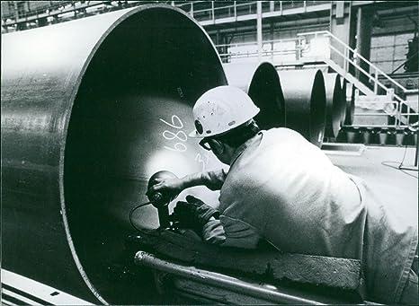 Vintage photo de soldadura trabajo se hecho en tubo en Mannesmann talleres de la empresa en
