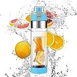 IZUKU Trinkflasche, Wasserflasche aus Titan [BPA frei] Trinkflasche mit Fruchtsieb auslaufsicher 700ml - UPGRADE Design & Material mit GRATIS Tragehülle & Putzen Set