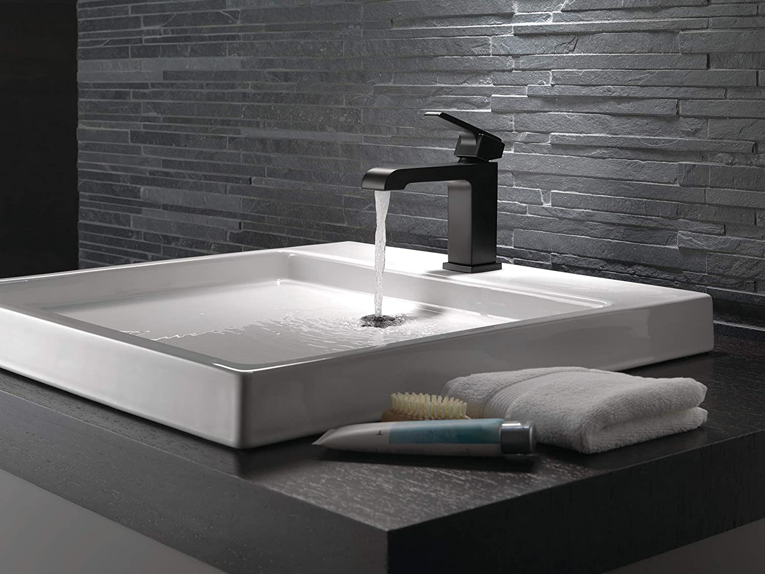 DELTA FAUCET Ara Single-Handle Bathroom Faucet with Metal Drain Assembly Stainless 567LF-SSMPU