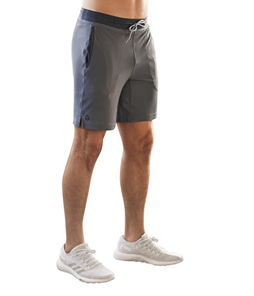 Amazon.com: Manduka Hombres rendimiento de malla corta: Clothing