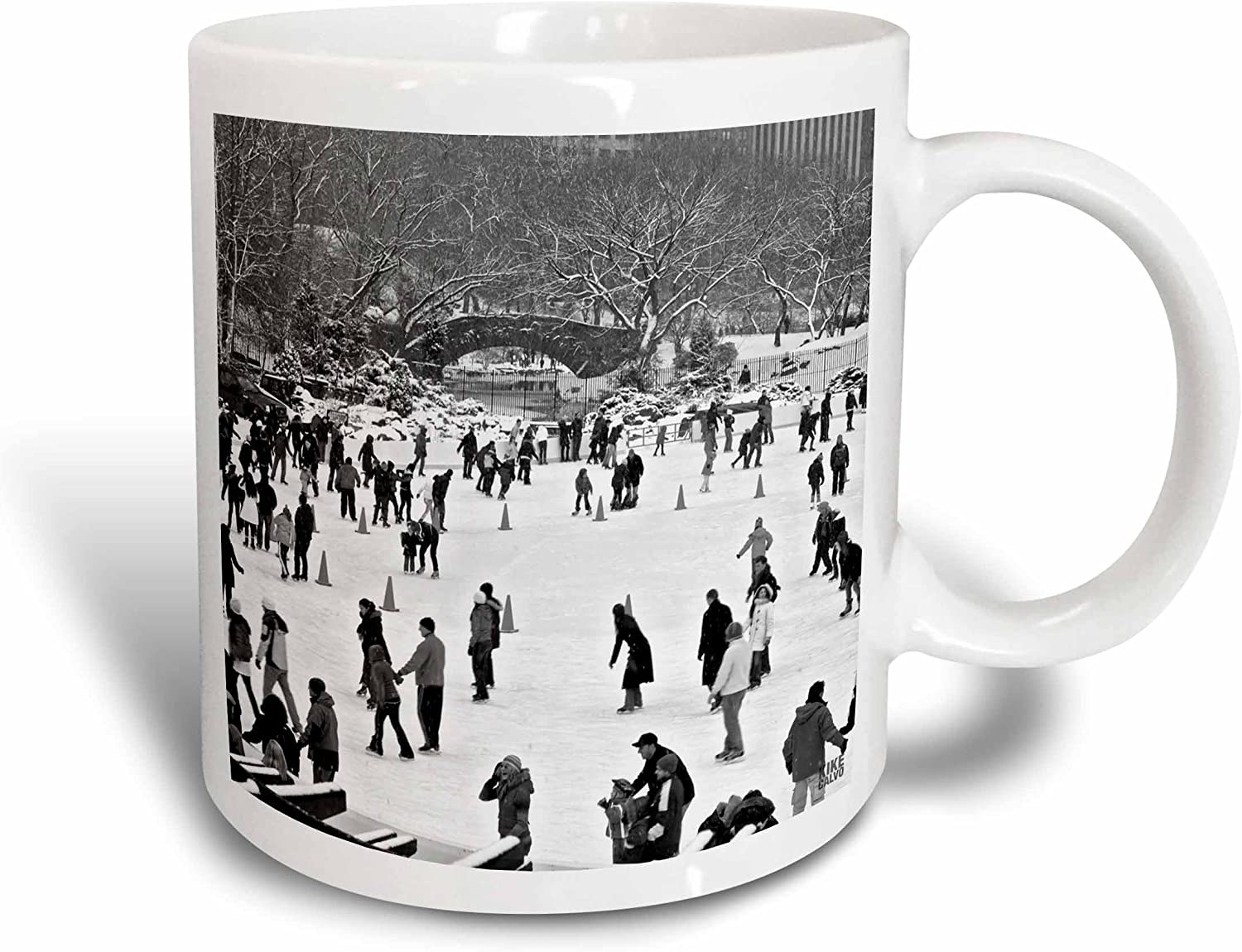 Amazon Com 3drose Snow Blizzard In Central Park Manhattan New York City Ice Skate Ring Ceramic Mug 11 Oz Multicolored Kitchen Dining
