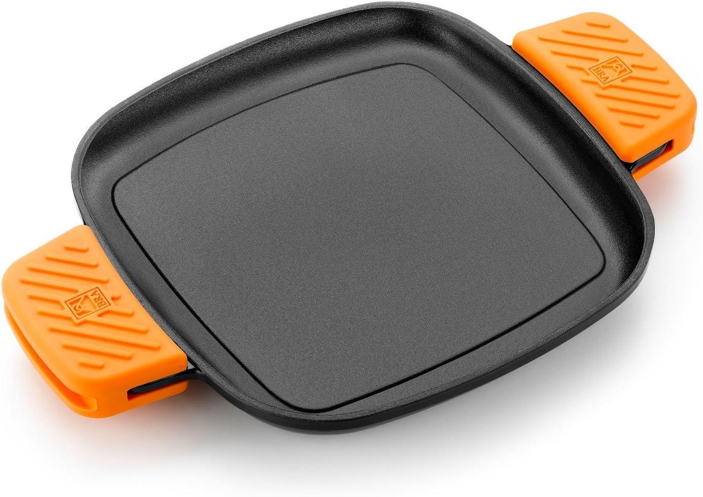 BRA Efficient Iron - Parrilla cuadrada 24 cm, fabricada en hierro fundido esmaltado. Apta para su uso en horno y todo tipo de cocinas, incluída inducción. Apta para el lavavajillas.
