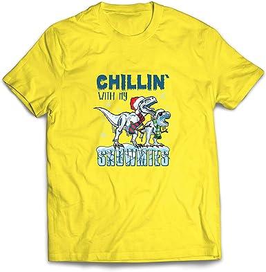 lepni.me Camisetas Hombre Chillin con My Snowmies Navidad Dinosaurios T Rex (Medium Amarillo Multicolor): Amazon.es: Ropa y accesorios