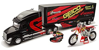New Ray Toys 1:32 Scale Racing Rig Gift Set - Geico Powersports Honda Kevin