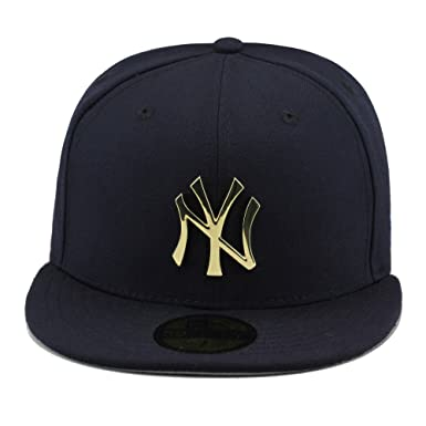 f0069ccf Amazon.com: New Era New York Yankees Navy/Gold Metal Badge Fitted ...